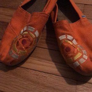Orange TOMS